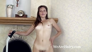 Lulu exercises naked and shows off all-natural body