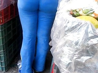 Latex macro how to How good her blue leggings fit her