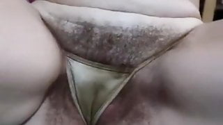 Mature mom with hairy cunt, amateur, close-up
