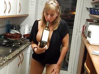Naked whit girl Milf masturbation whit bottle