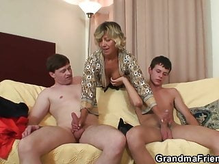 Hot milfs and young dudes - Two young dudes bang pretty mommy