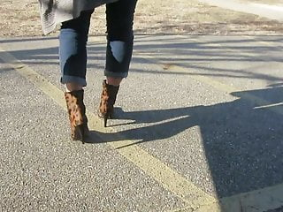 Stuart weitzman vintage - Modeling my stuart weitzman boots