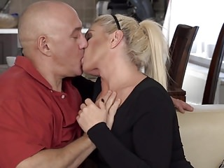 Girls fucked by daddy - Beautiful mature mom licked and fucked by daddy