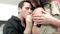 Brazzers - Busty COP Veronica Avluv is into rough-sex