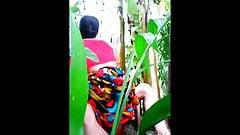 Bangladesh pueblo tía mierda en selva