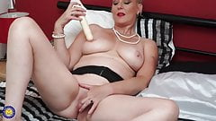 Gorgeous British mom Betsy Blue with perfect body