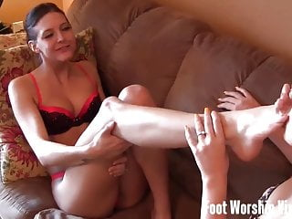 Lady licks nylon tranny toes Cherry and lady bell love sucking on toes