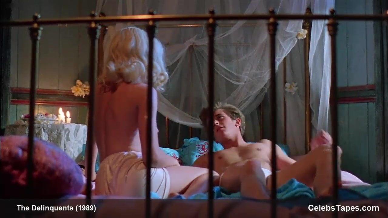 Topless kylie minogue Kylie Minogue