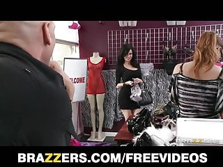 Groccery store milf Stunning brunette cougar veronica avluv fucks a store cashie
