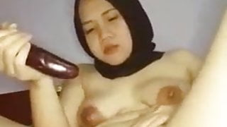 Indonesian plug in pussy using eggplant