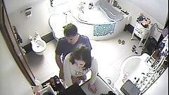 Ukrywanie się przed kimś w toalecie