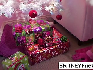Vintage mr christmas tree toppers - Britney finds a christmas gift under the tree perfectly