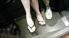 Ступни скрытой камерой # 50 - сексуальные ступни (лицо)