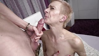 Greyhaired Cougar gets nicely fucked ++