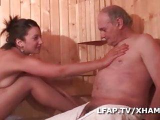 Sauna anal - Brunette francaise sodomisee par 4 mecs dans un sauna