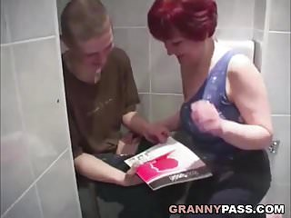 Granny sex videso Granny sex in the bathroom