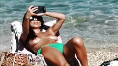 Voyeur plage (180) - topless duże cycki mamuśki selfie na plaży