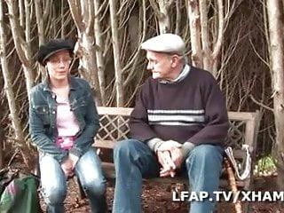 Voyeur tape - Jeune libertine francaise se tape papy voyeur