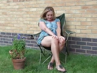 Mum orgasm - Mum solo orgasm in the garden