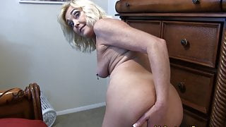 Mommy Gets Her Step Son Off with Her ASS and PUSSY