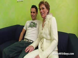 Old pussy fucked Slim granny gets old pussy fucks young cock