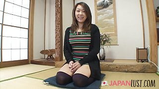 Japanese MILF Amateur Gets Hairy POV Sex And Creampie