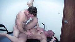 Gay Sex : Sean Duran & Skinny (Bareback)