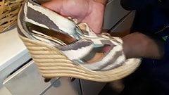 Qyuick shoe fuck, no cum
