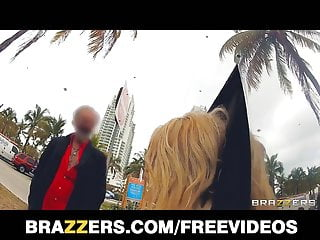 Twisted fuck pauly nolan Brazzers alexis monroe give a new twist to public fucking