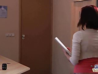 Cum mi am petrecut sfirsitul lumii I am a young secretary seducing my boss at the work office