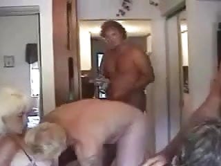 Free mature swinger orgy clips - American swingers