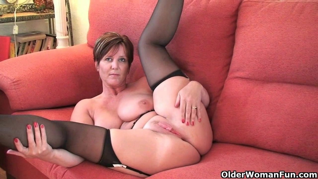 See and save as suzi sexy uk milf in stockings porn pict