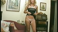 I play with my shaved pussy (viral video)