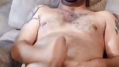 Handsome dude cumming good