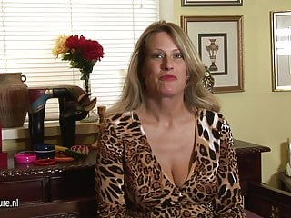 Masturbates while eavesdropping Hot american cougar mom masturbates while talking on phone