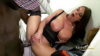 Sexy Susi fickt einen schwarzen Pimmel