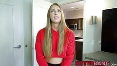 Юную блондинку-сводную сестру Ashley Red трахнул большой черный член в видео от первого лица
