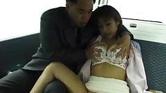 Jyuri Hashimoto provides blowjob in the back seat