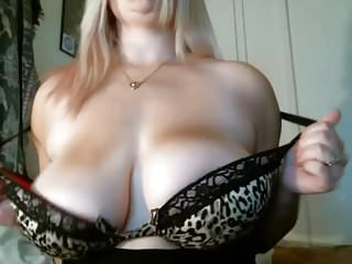 Boob wobbly - Big boobs wobble