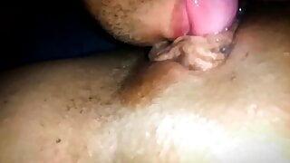 Lambendo bucetinha da novinha lingua na buceta