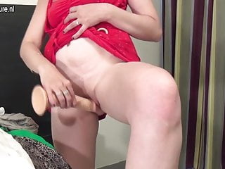 Douchebag showing off sex skill Amateur mom loves her dildo and shows off her dancing skills