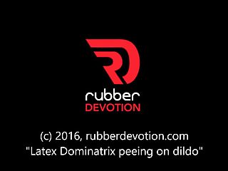 Latex france divers pee - Latex dominatrix peeing on dildo
