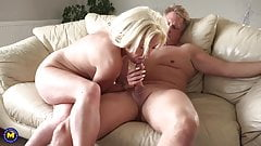 Booty mom suck and fuck white daddy
