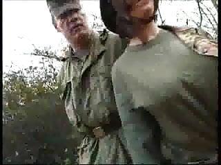 Sklavin schmerz vagina klammer Oberst von schmerz
