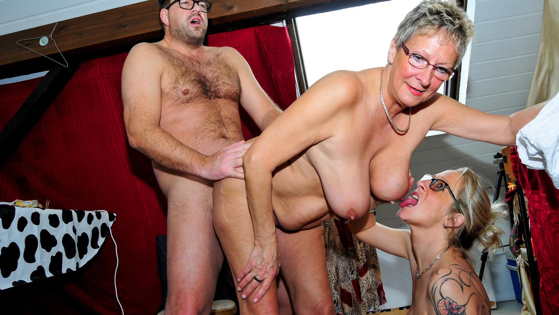 Deutsch Mädchen teilen einen großen Schwanz