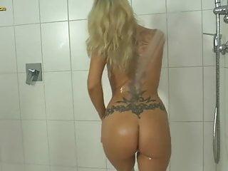 Bdsm peeing fetish litertica Crazy pee fetish whore lana vegas hooks up with one young du