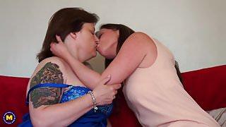 British mature stepmothers make lesbian love