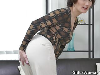 Sharp facial Euro milf alice sharp works her cunt with a dildo