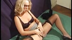 Annick, a lady gangbanged in stockings