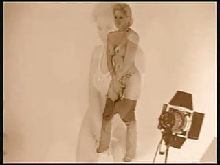 Naked wwe wrestling divas - Wwe hall of fame diva sunny fotoshoot
